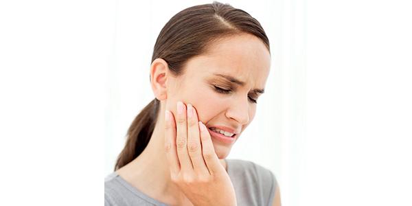 Dolor o molèstia a la mandíbula quan menges i/o badalles